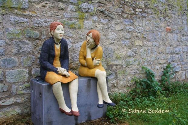 Lebensgroße Tonskulpturen in Weikersheim von Hilde Würthheim - Fotografie von Sabina Boddem