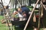 Kochen vor einem Zelt auf dem Mittelaltermarkt